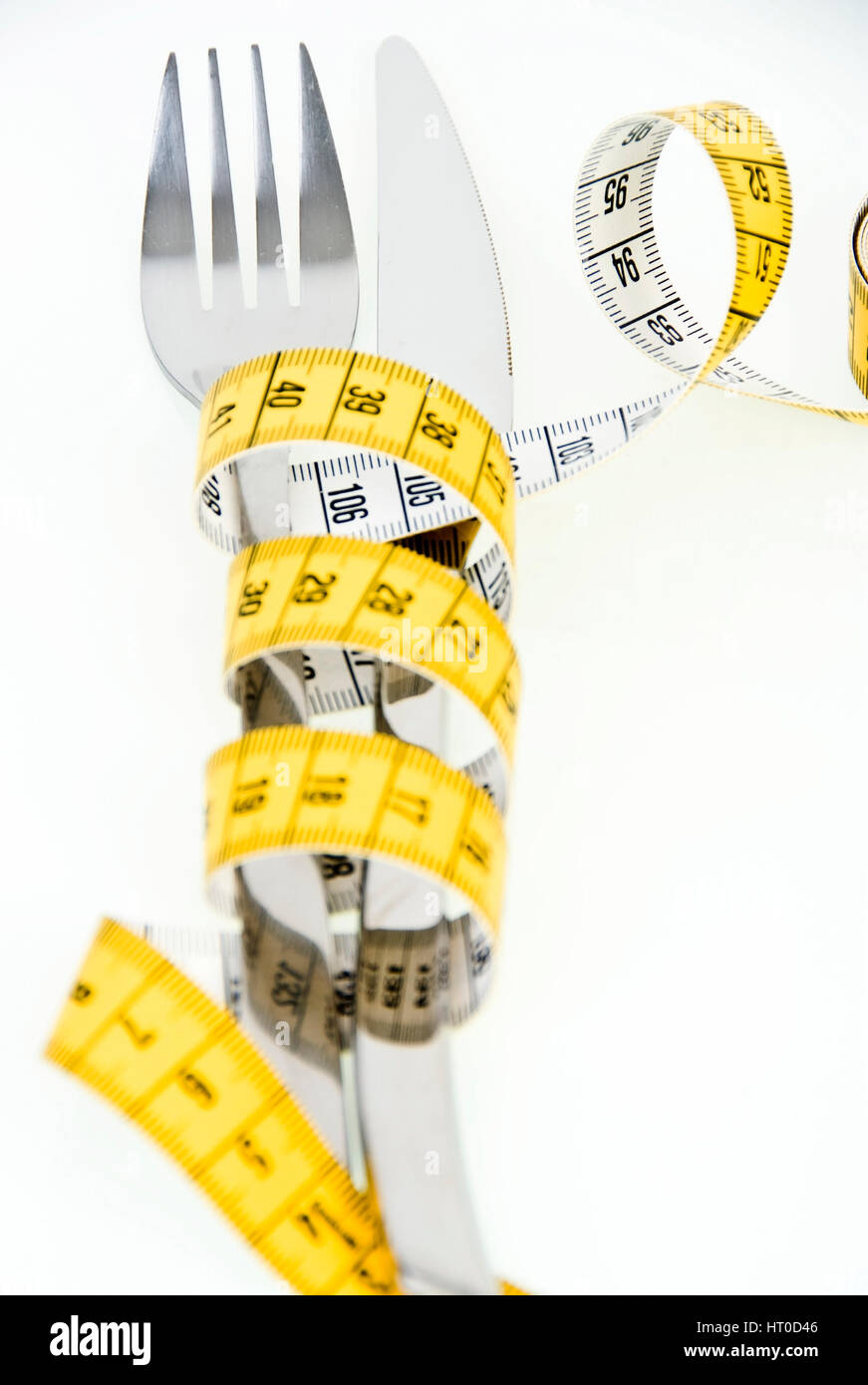 Symbolbild Di?t, Ma? band um Messer Und Gabel Gewickelt - symbolisch für Ernährung Stockbild