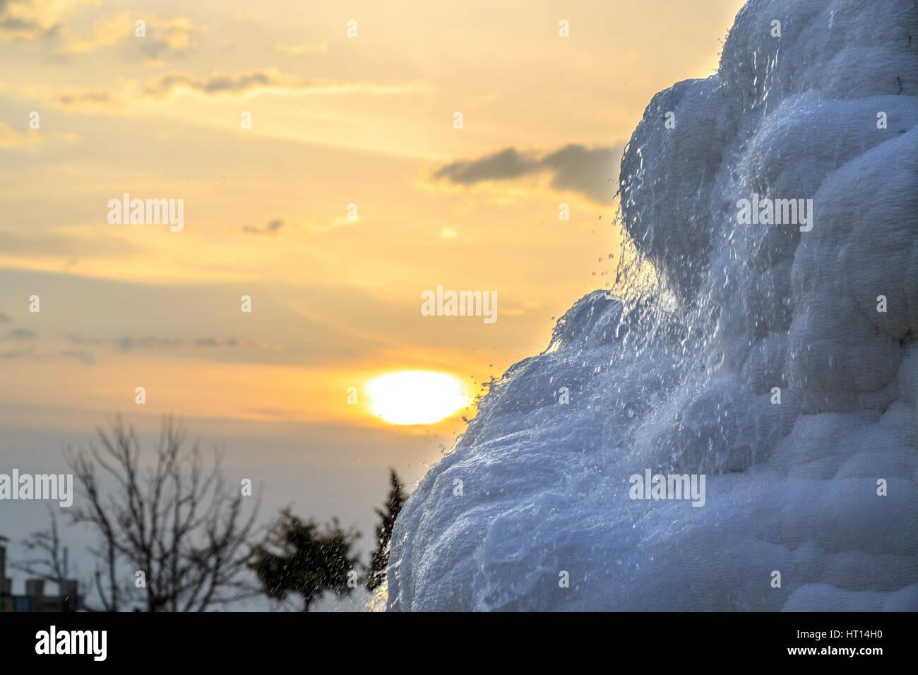 Pamukkale Travertin Becken während des Sonnenuntergangs Stockbild