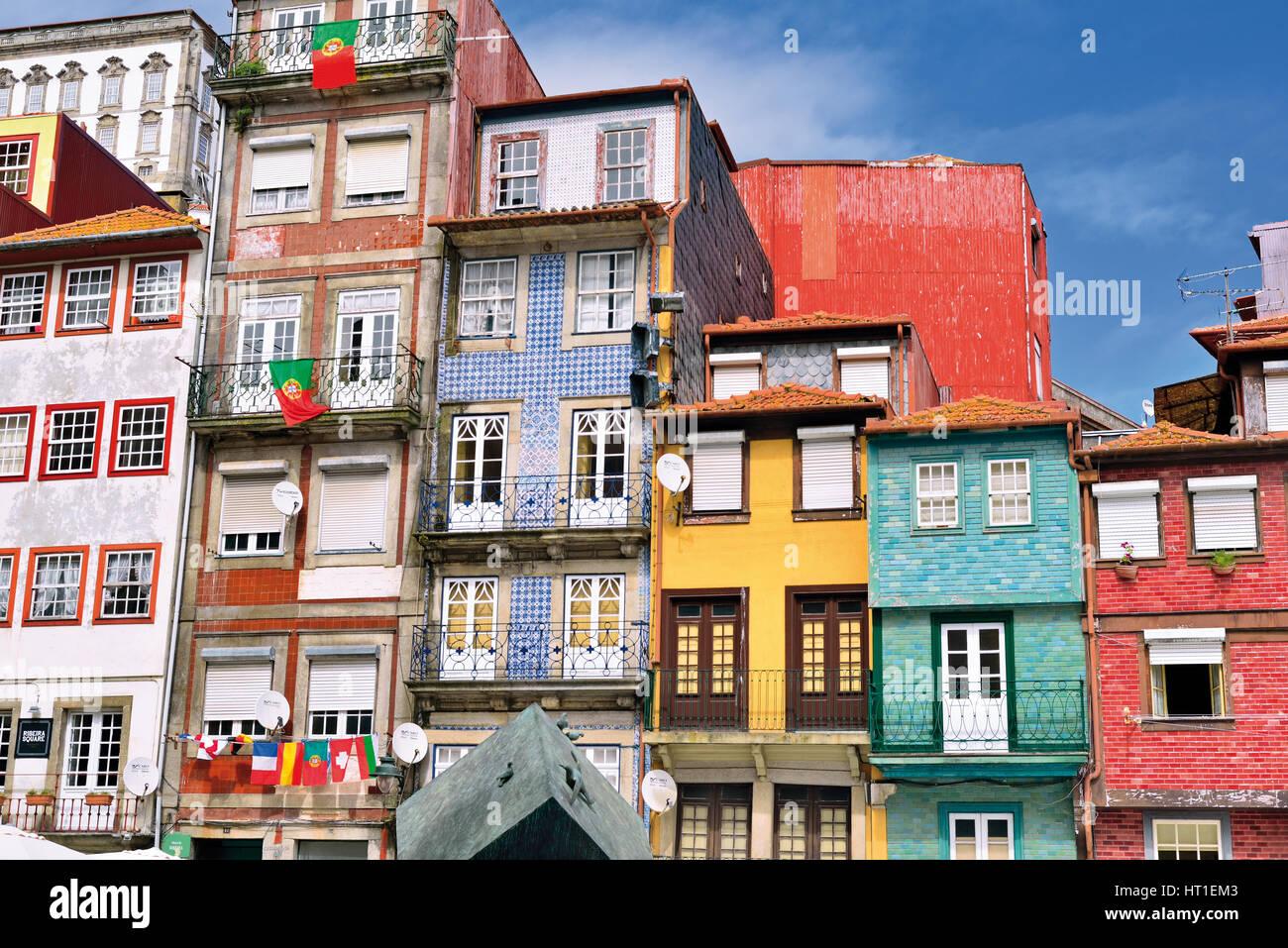 portugal traditionelle h user im riverside township ribeira in porto stockfoto bild 135257811. Black Bedroom Furniture Sets. Home Design Ideas