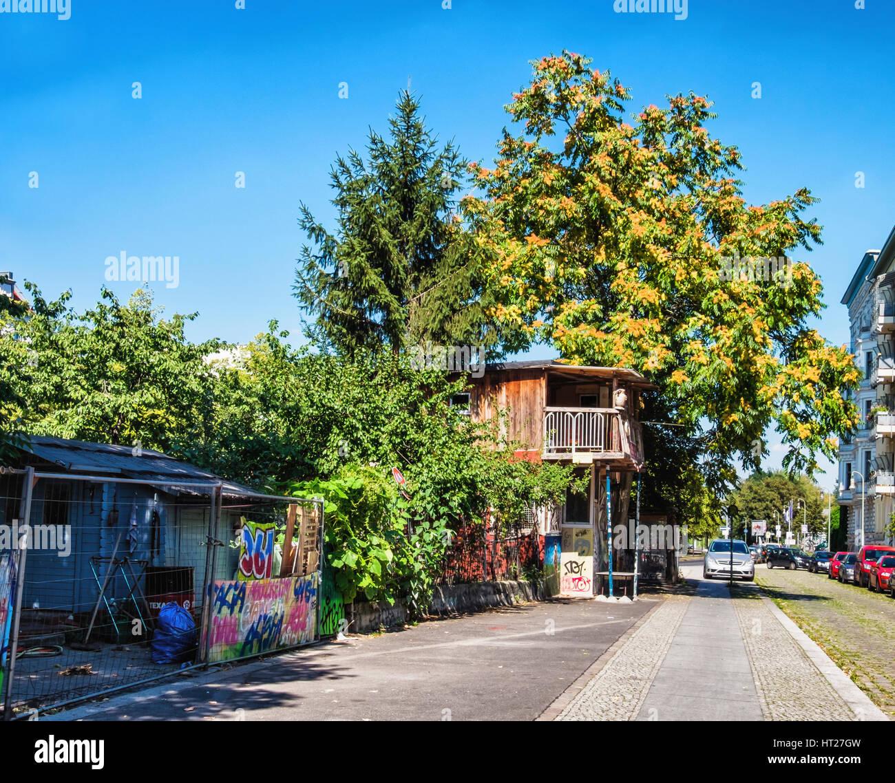 Berlin,Kreuzberg.Baumhaus Der Mauer Garten, Baum-Haus An