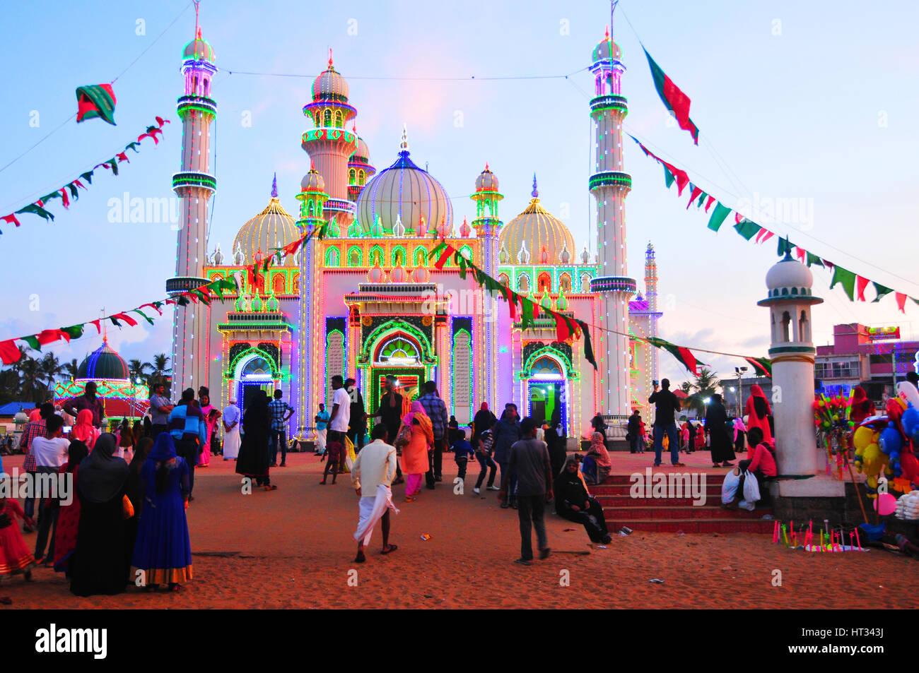 Kerala, Indien. 7. März 2017. Beemapally ist dekoriert mit bunten Lichtern für Uruze Festival in Trivandrum, Stockbild
