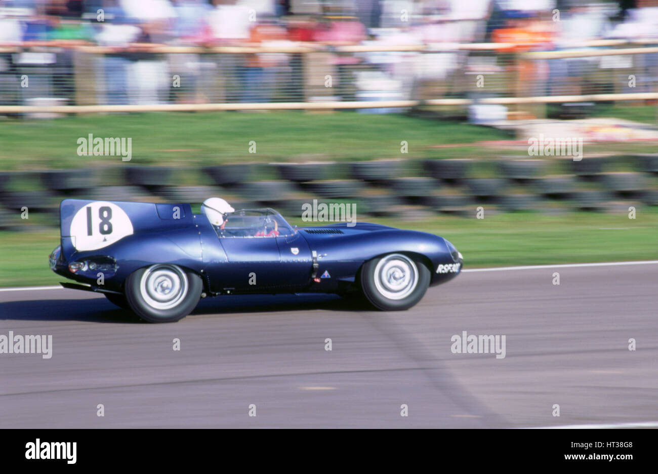 1998 beim Goodwood Revival Meeting. Jaguar D-Type. Künstler: unbekannt. Stockbild
