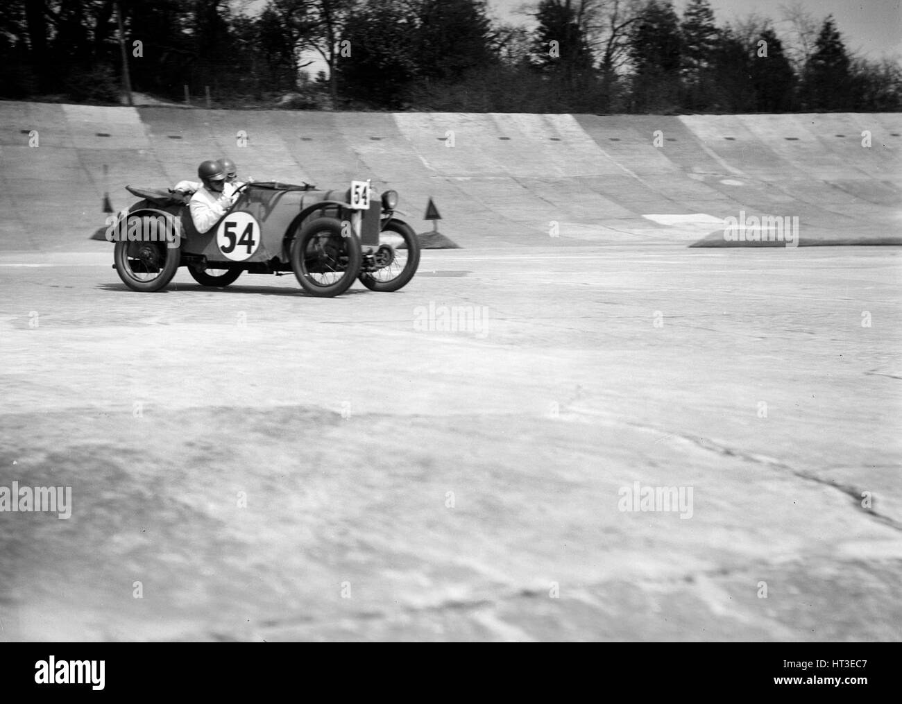 Austin Ulster Victoria Worsley und R Latham-Boote, JCC doppelte zwölf Rennen, Brooklands, 1931. Künstler: Stockbild