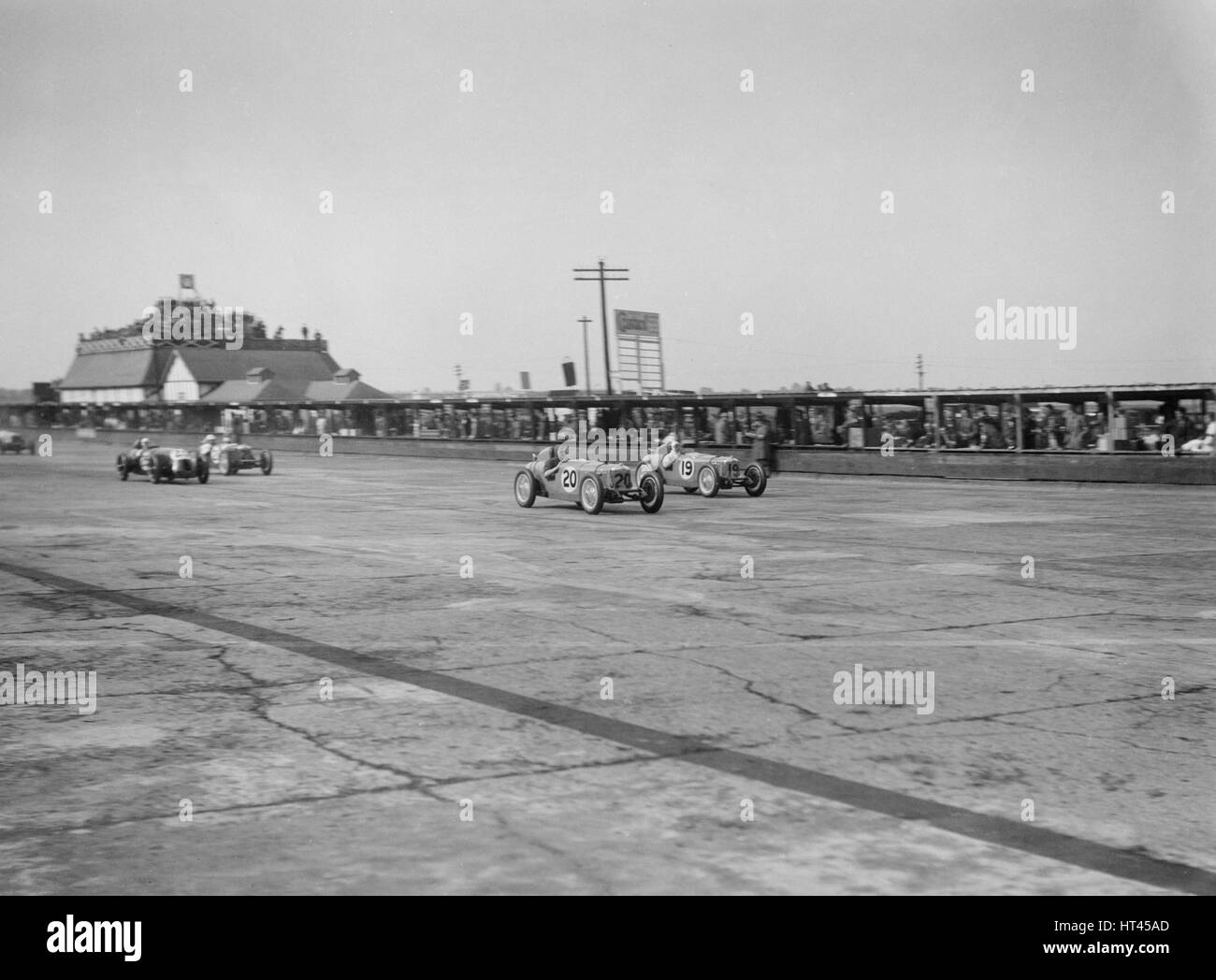 Rileys Cyril Whitcroft und AG Miller im Wettbewerb in der BRDC-500-Meilen-Rennen, Brooklands, 1931. Künstler: Stockbild