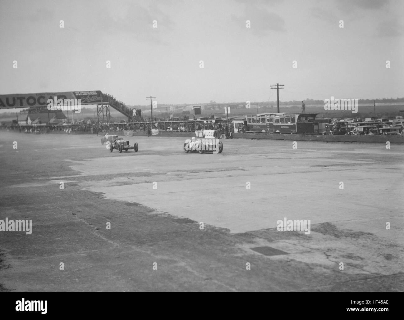 Thomas-Special von Harold Purdy und OM Henken Widengren, BRDC 500 Meilen-Rennen, Brooklands, 1931. Künstler: Stockbild