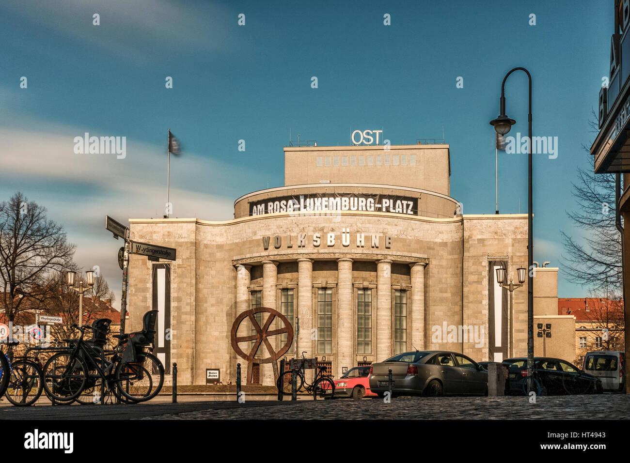 """Die Volksbühne (""""Peoples Theater"""") in Berlin, Deutschland. Stockbild"""