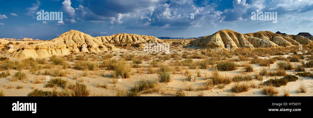 Bardena Blanca Felsformationen Bardenas Reales de Navarra Naturpark. Ein UNESCO-Weltkulturerbe Stockfoto