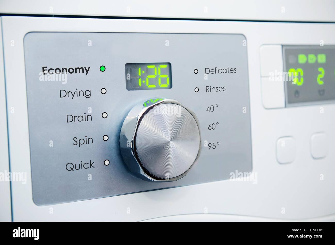 Moderne Waschmaschine moderne waschmaschine panel stockfoto bild 135344535 alamy