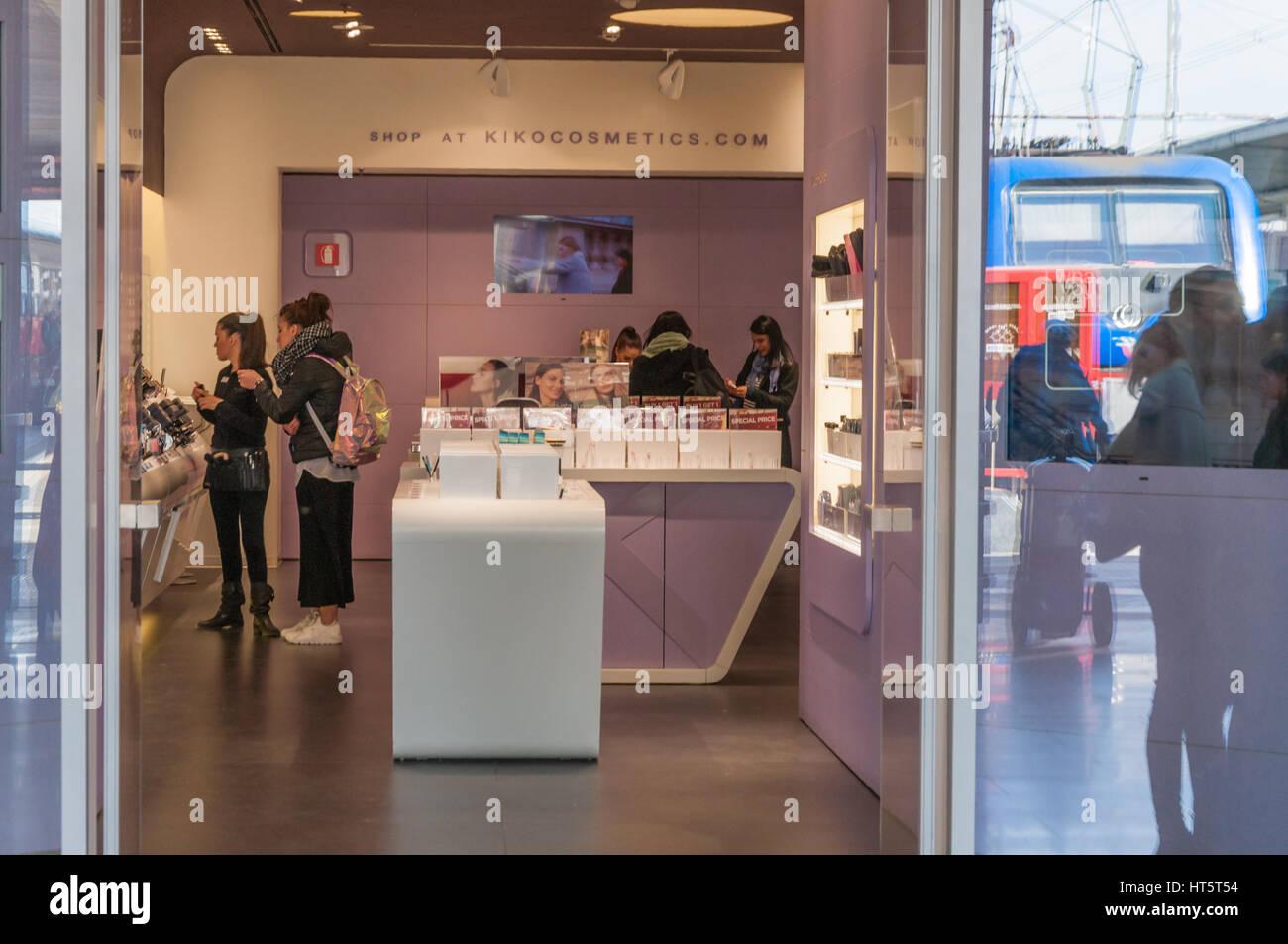 Kiko Milano Store Stockfotos & Kiko Milano Store Bilder - Alamy