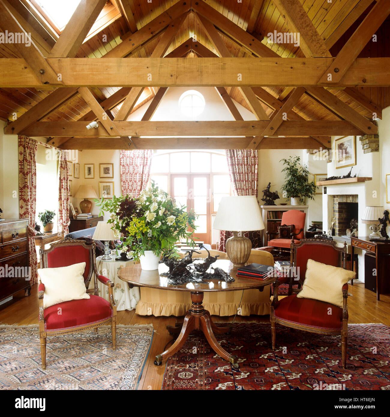Wohnzimmer Mit Einer Balkendecke Stockfoto Bild 135367533 Alamy