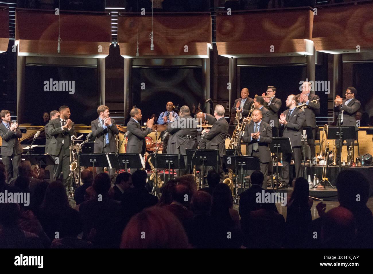 Jazz der 50er Jahre: überfüllt mit Stil-Konzert, Jazz beim Lincoln Center Orchestra, Chris Crenshaw, Musikdirektor, Stockfoto