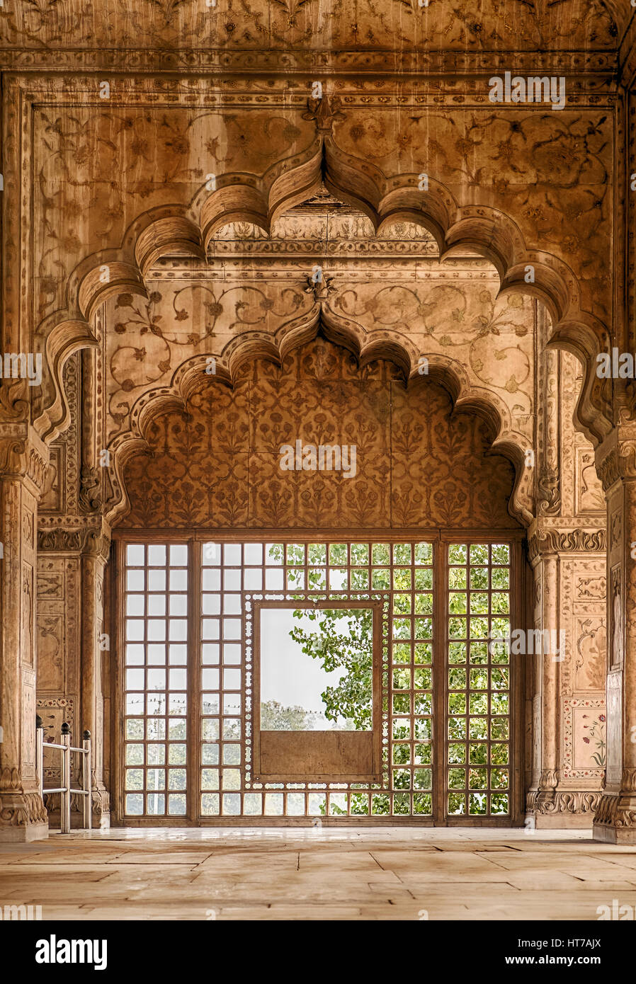 Eine Reihe von Bögen in der Halle Private Publikum (Diwan-i Khas) in Rotes Fort von Delhi, Indien führt Stockbild