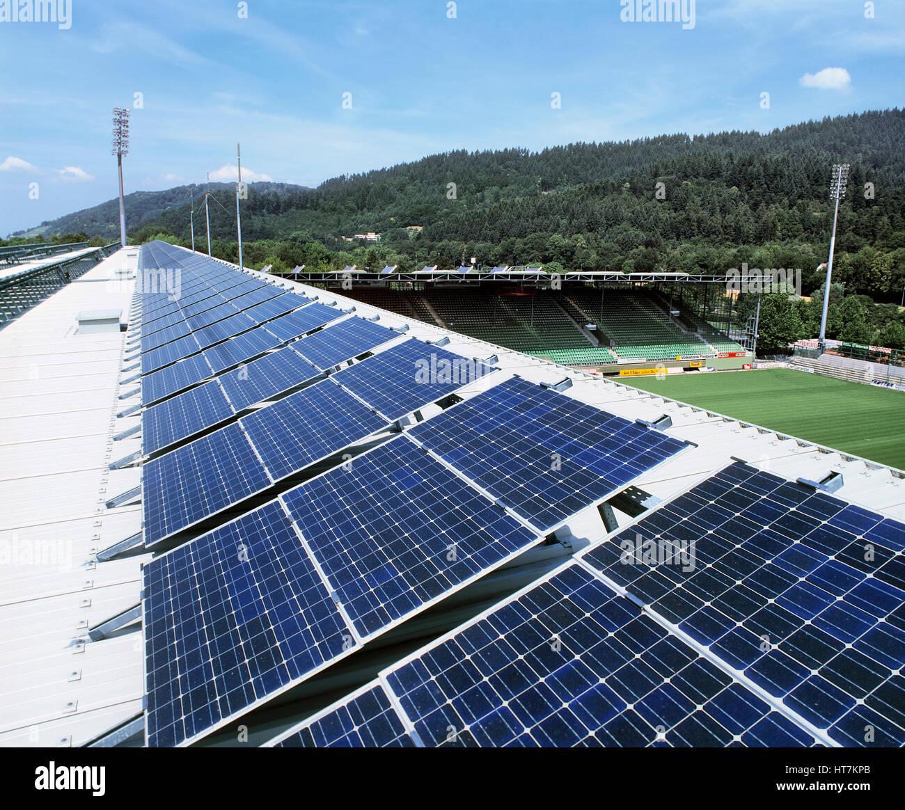 eine 100 kw installation von stromerzeugende photovoltaik zellen auf dem dach des dreisam. Black Bedroom Furniture Sets. Home Design Ideas