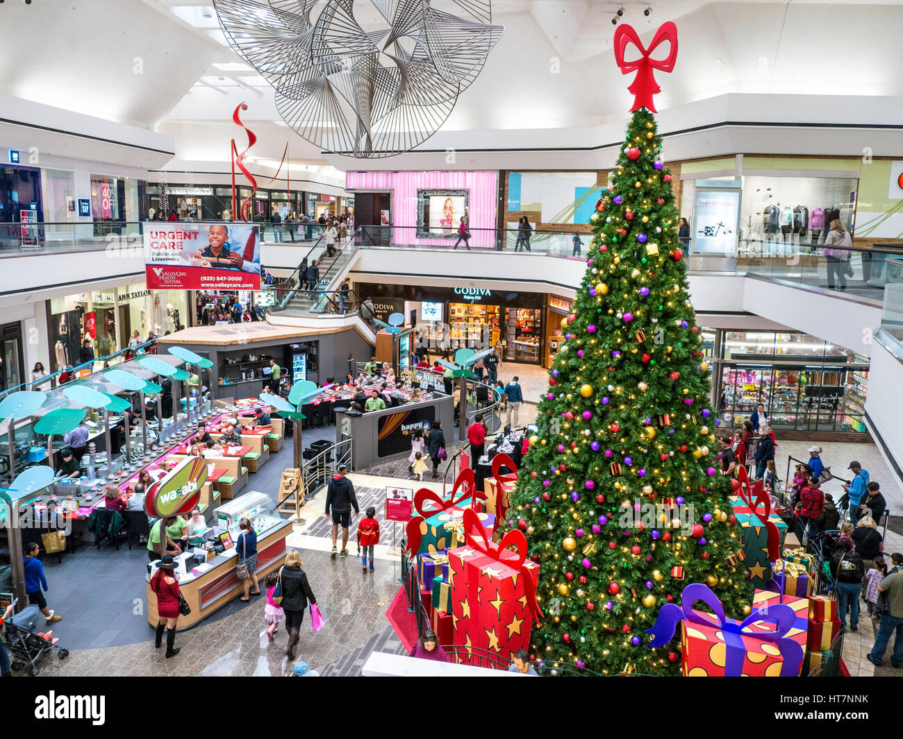 MACEY\'S DEPARTMENT STORE INNENRAUM WEIHNACHTEN Weihnachtsbaum mit ...