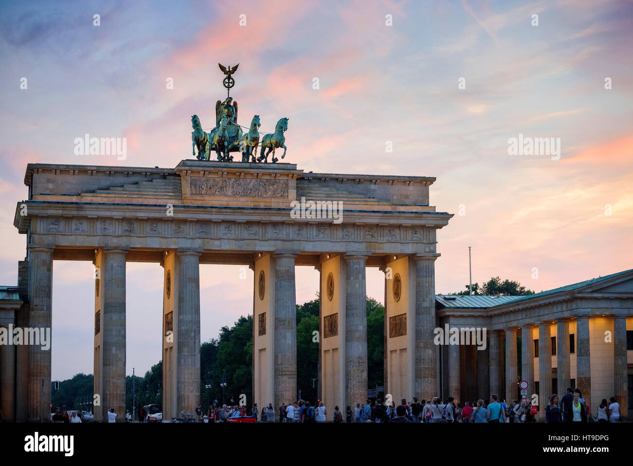 Berlin. Deutschland. Das Brandenburger Tor bei Sonnenuntergang. Stockbild