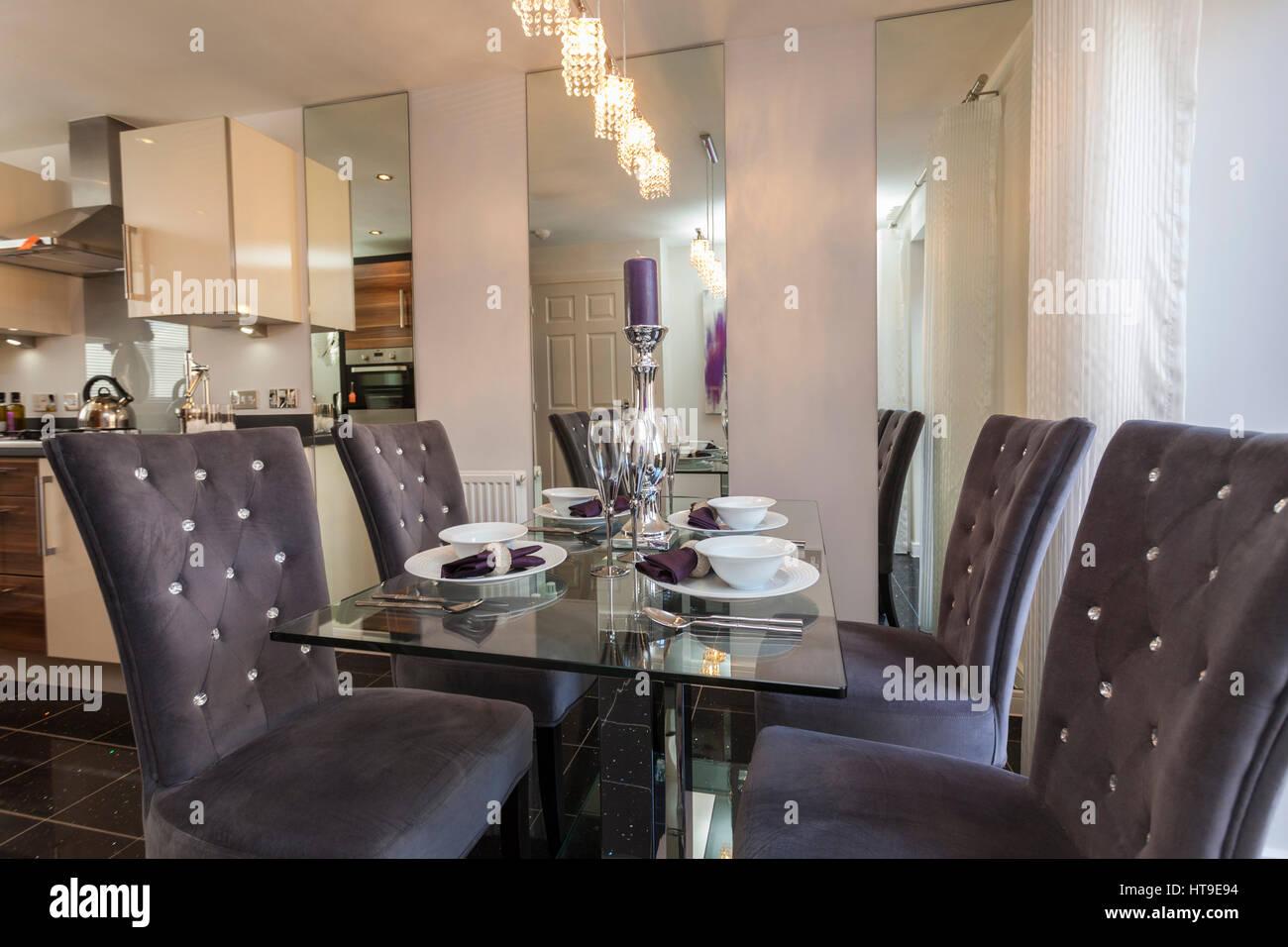 Wohnlandschaft Kuche Diner Lila Grau Glas Tisch Tisch Gelegt