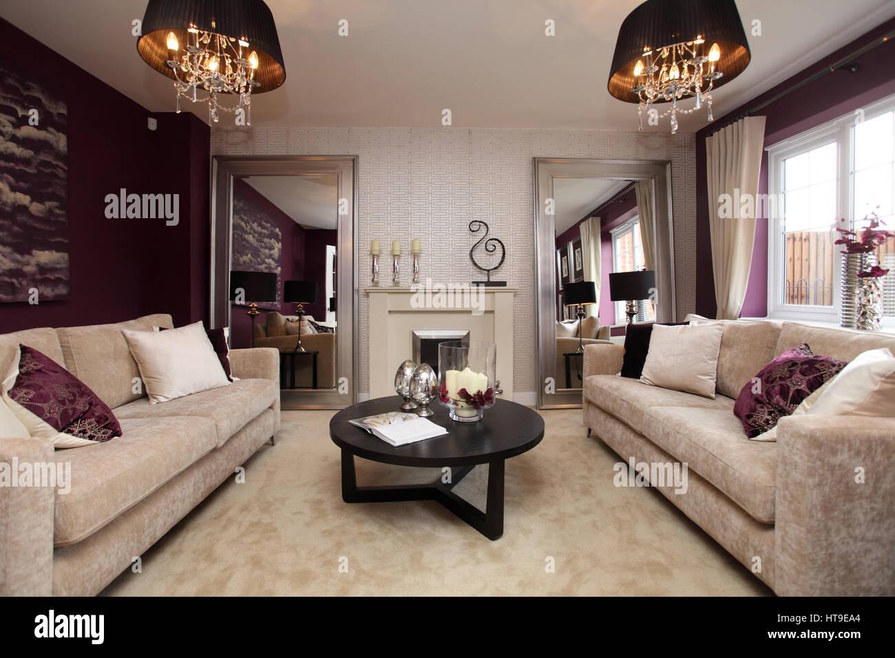 Wohngebäude, Lounge, Wohnzimmer, lila Dekor, lila ...