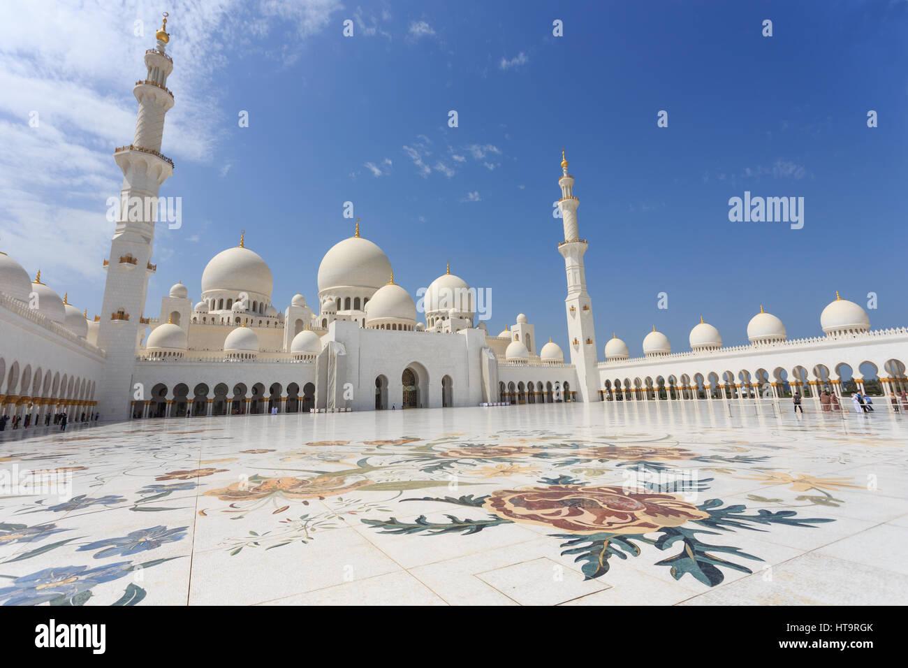 Sheikh Zayed Grand Moschee in der Abenddämmerung, Abu-Dhabi, UA Stockfoto