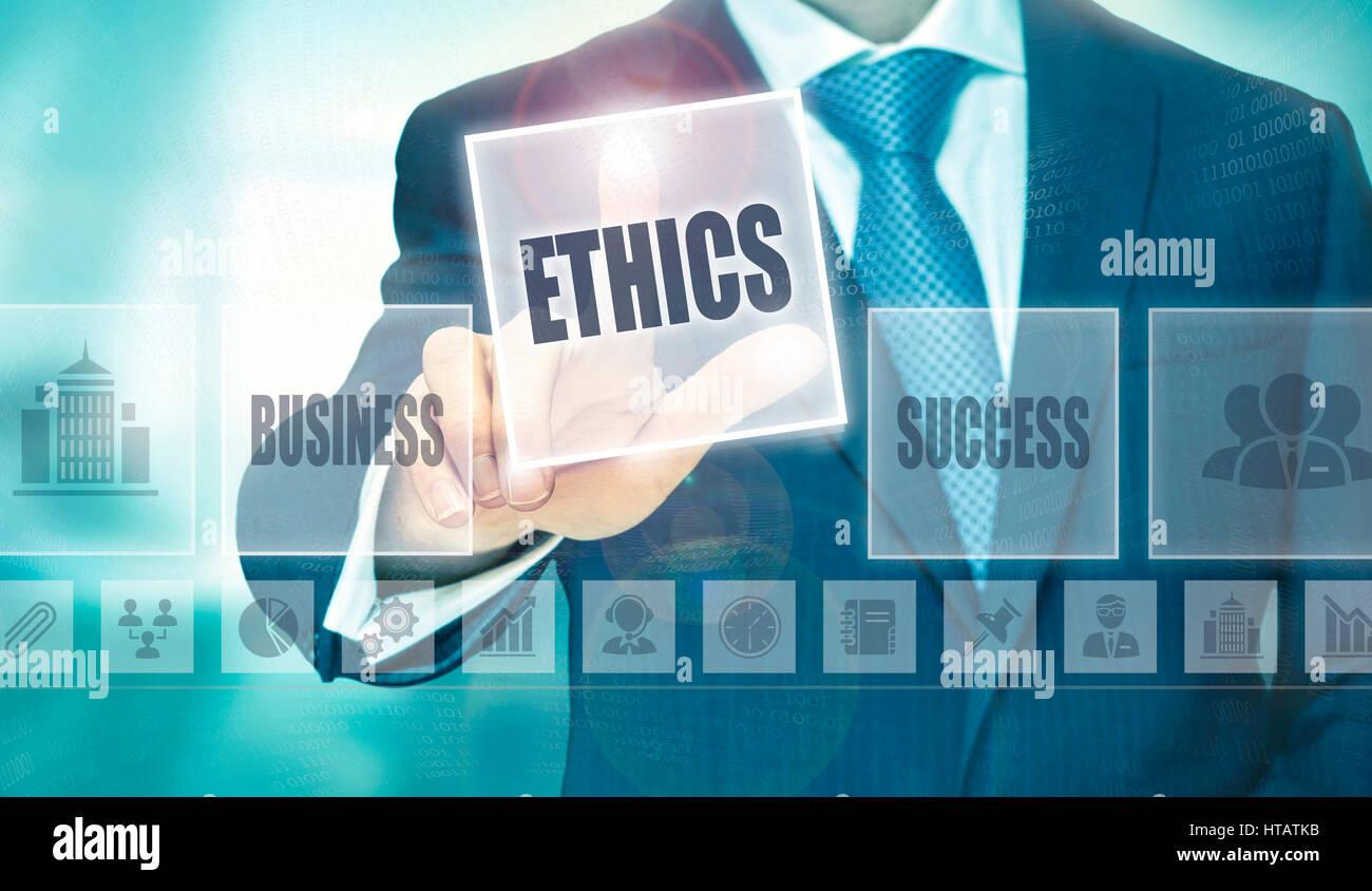 Geschäftsmann, eine Ethik-Konzept-Taste drücken. Stockfoto
