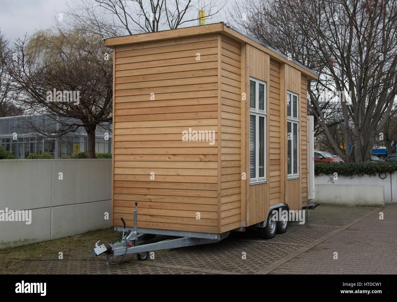 berlin deutschland 10 m rz 2017 einer der so genannten 100 euro wohnung wie bei einem. Black Bedroom Furniture Sets. Home Design Ideas
