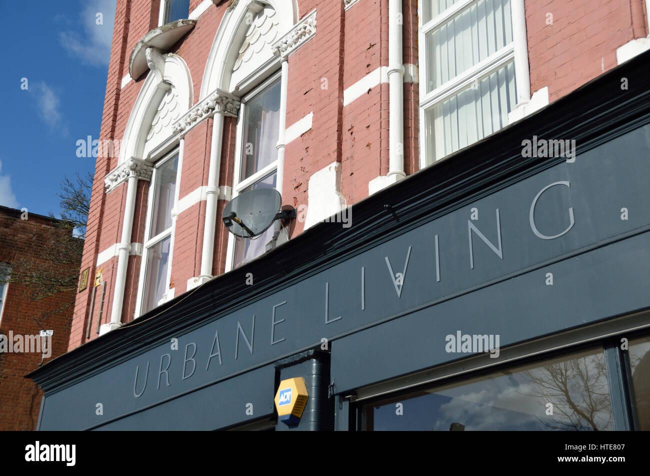 Urbane Leben Bodenbelag Fachhändler in Chiswick High Road, Chiswick, London, Großbritannien. Stockbild