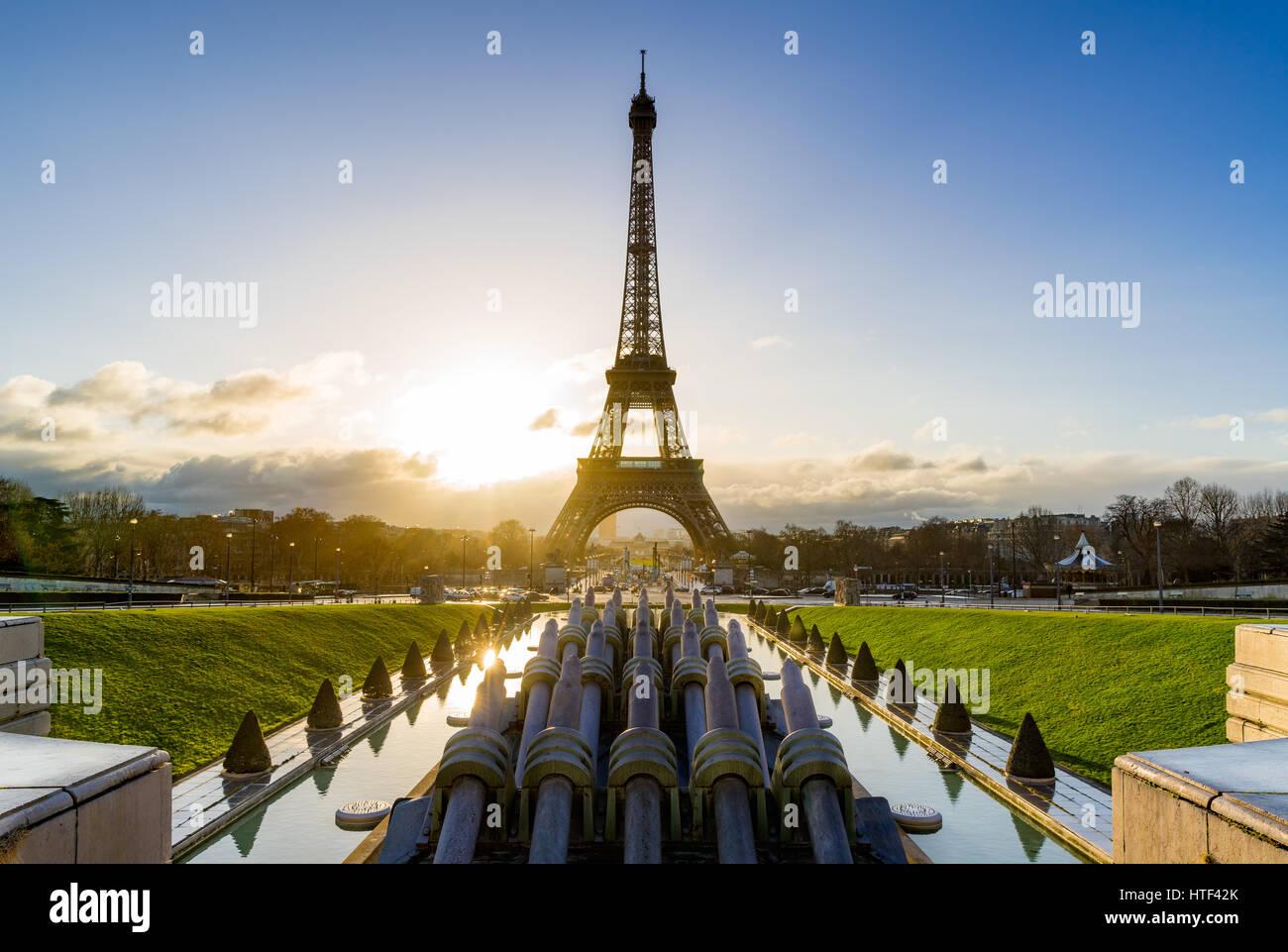 Sonnenaufgang auf dem Eiffelturm und Trocadero. Paris, Frankreich Stockfoto