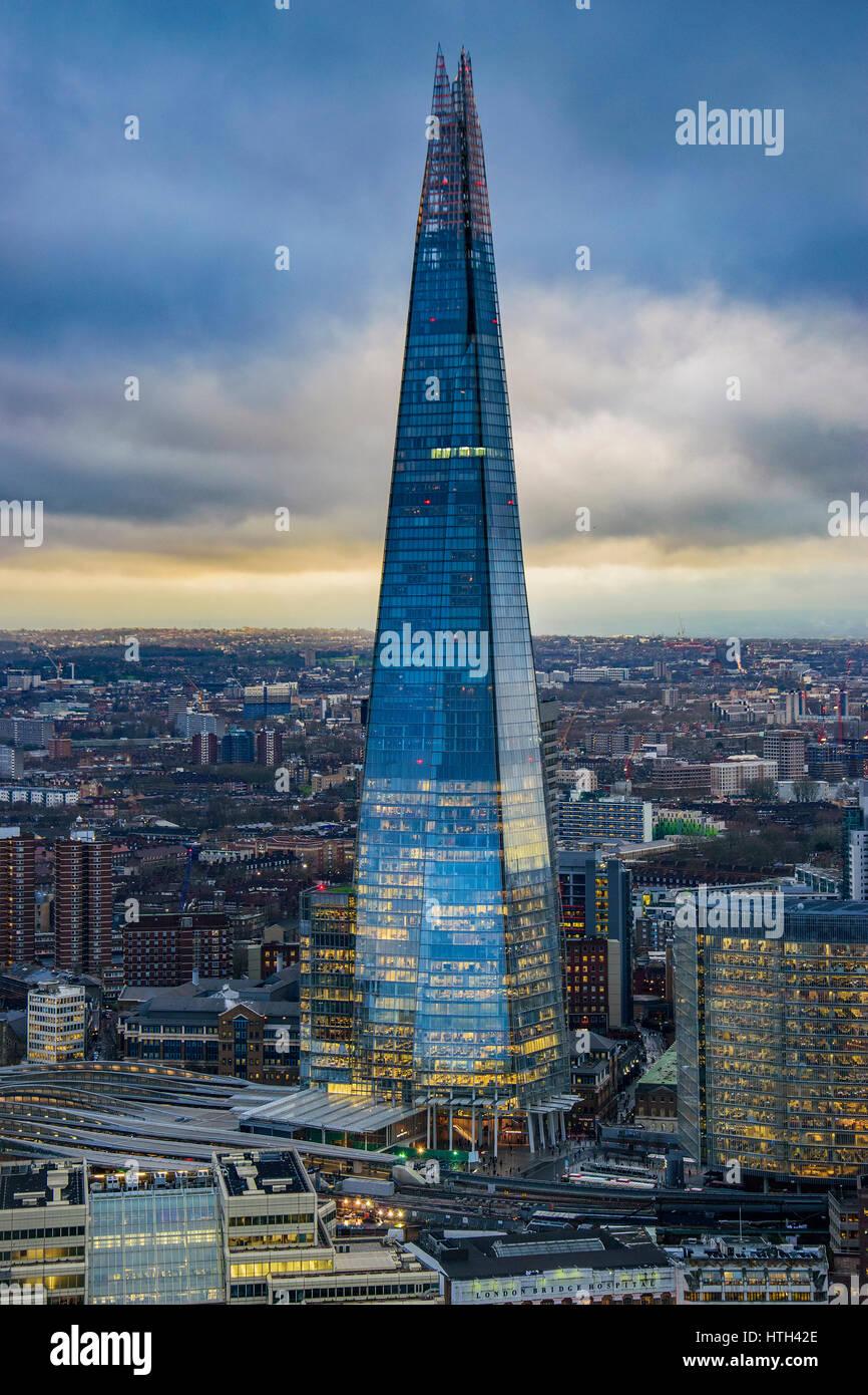 Panorama Blick auf städtischen London mit dem Shard Wolkenkratzer und die Themse bei Sonnenuntergang vor einem Stockbild