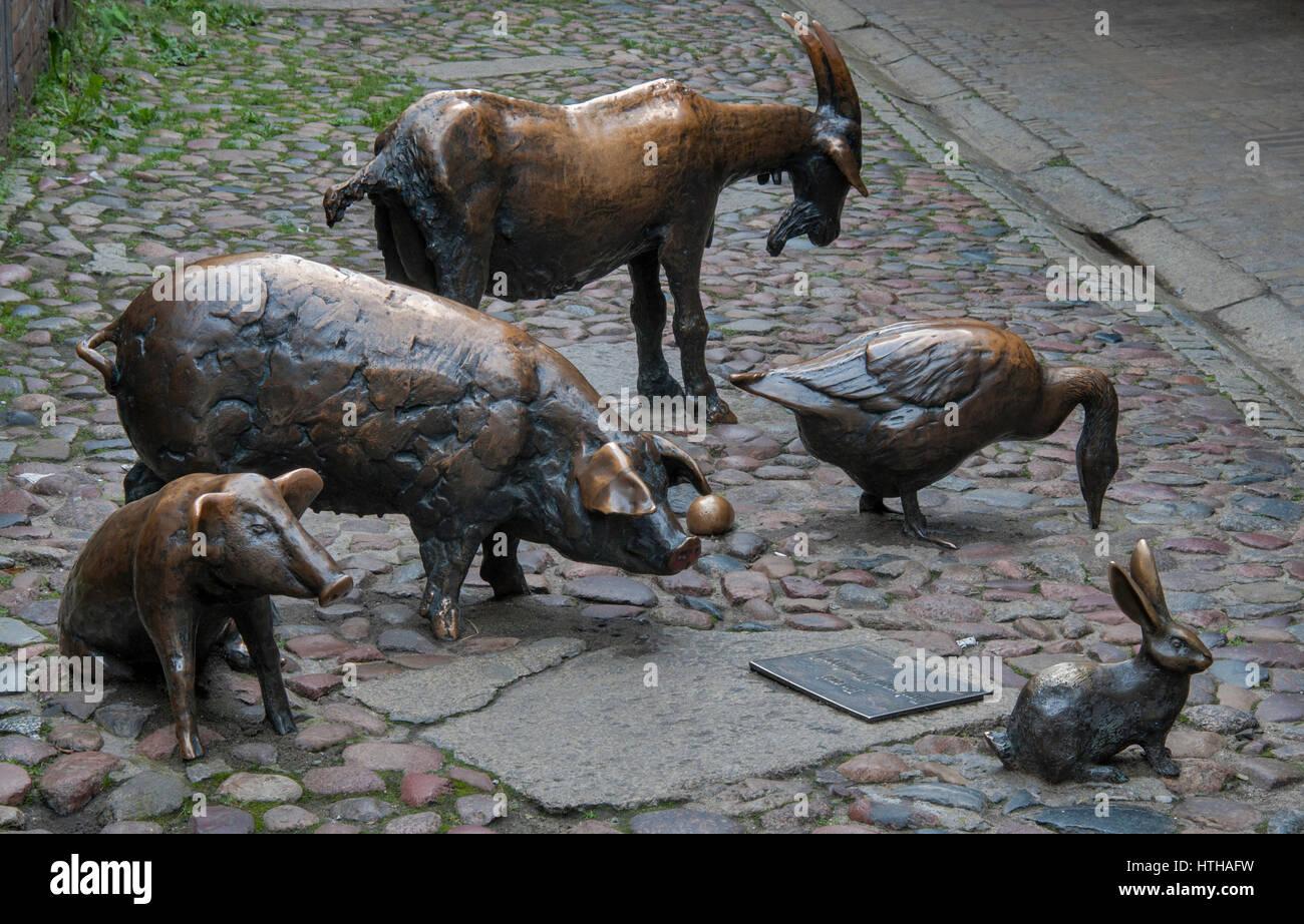 """""""In Ehren von Schlachttieren"""" Skulpturen in der Passage Jatki (durcheinander). wo befanden sich mittelalterliche Stockbild"""