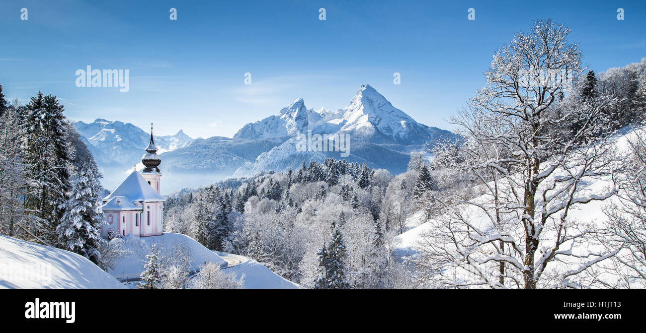 panoramablick ber sch ne winter wunderland bergkulisse der alpen mit wallfahrt kirche von maria. Black Bedroom Furniture Sets. Home Design Ideas