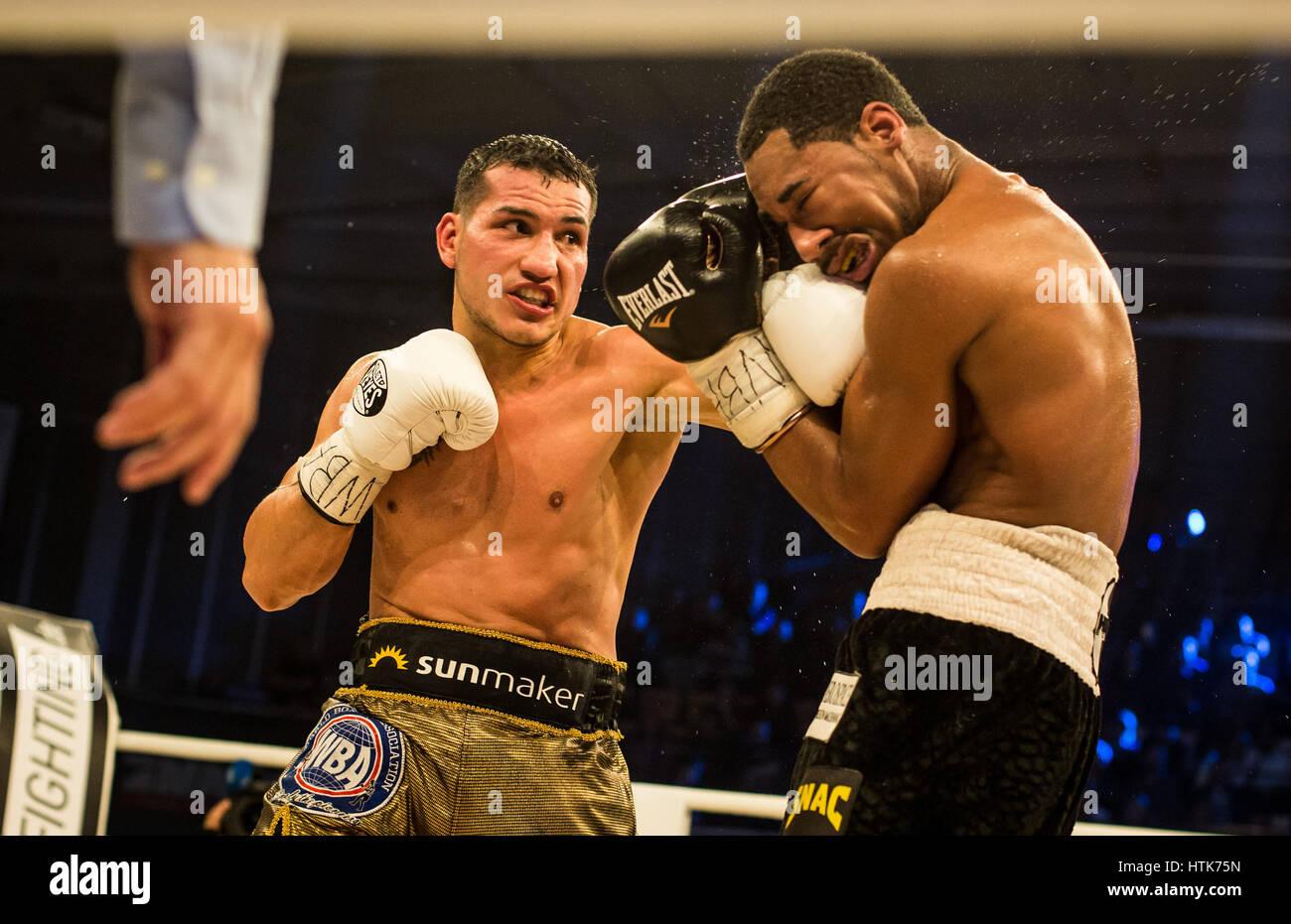 Ludwigshafen, Deutschland. 11. März 2017. Jack Culcay (Deutschland, l) und Demetrius Andrade (USA) die WBA halbe Stockfoto