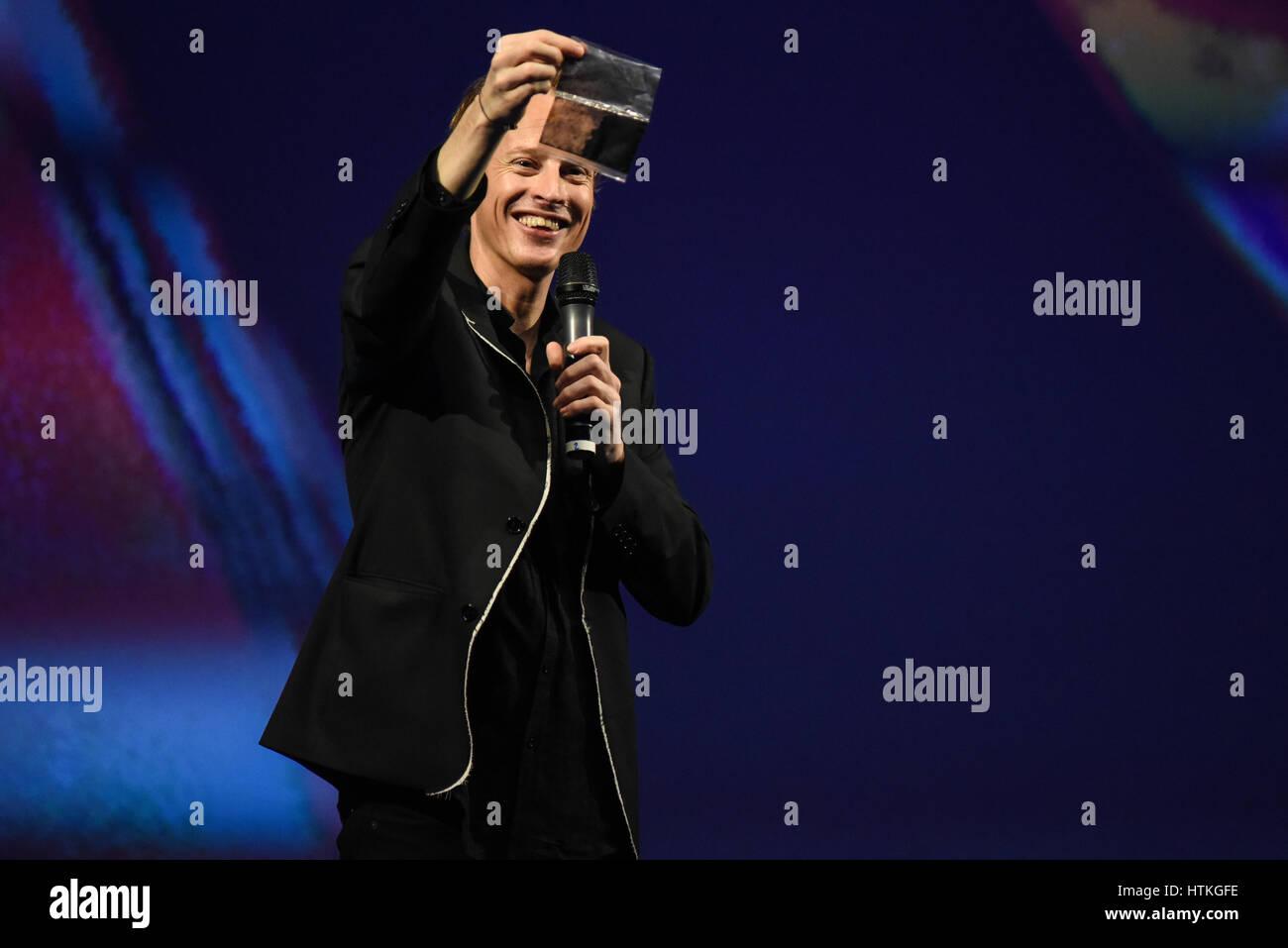 """Daan Roosegaarde beim zweiten Tag der Konferenzen der FID-7, """"Festival Internacional de Diseño"""" in Stockbild"""