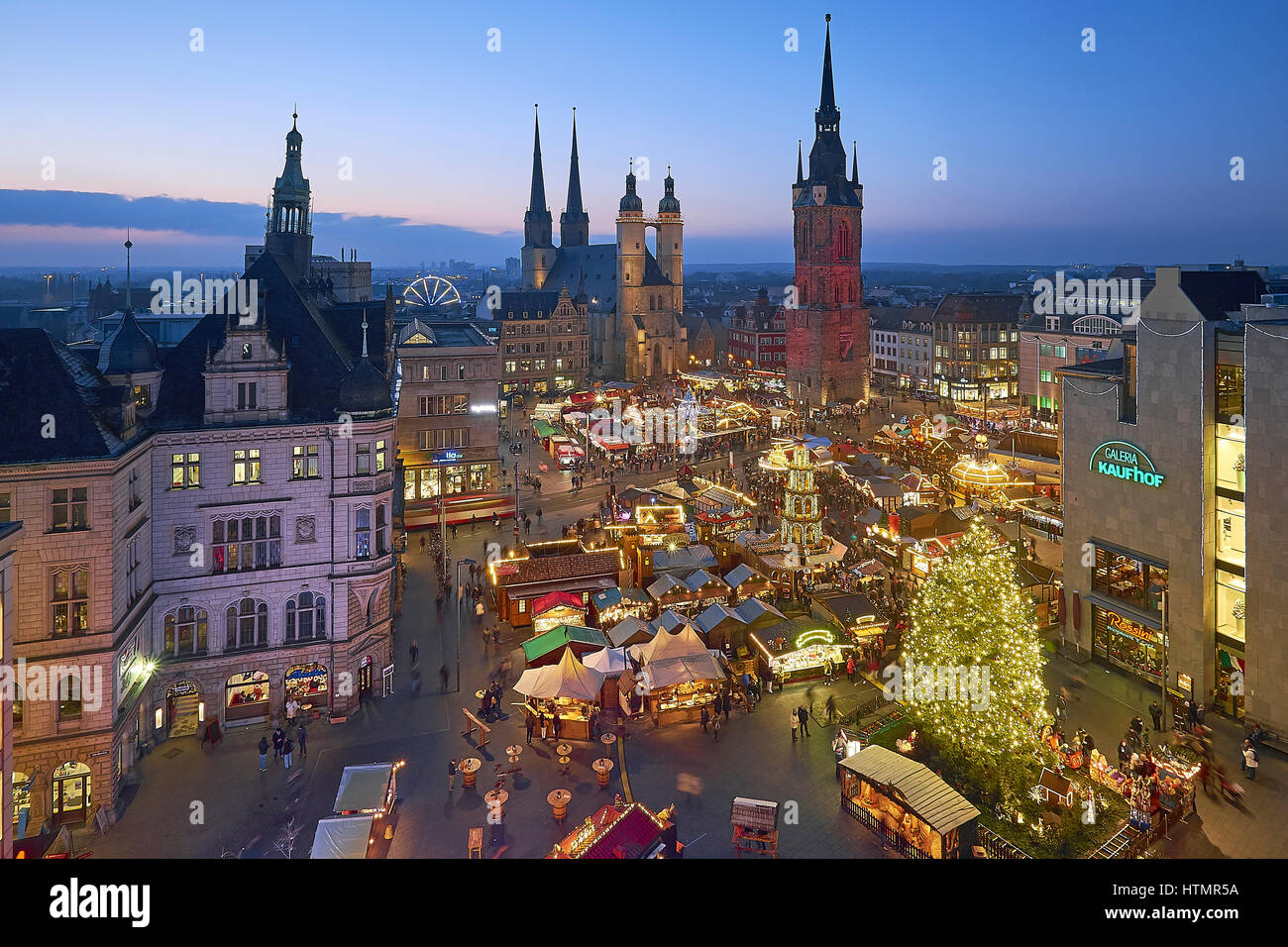 weihnachtsmarkt halle saale sachsen anhalt deutschland stockfoto bild 135681542 alamy. Black Bedroom Furniture Sets. Home Design Ideas