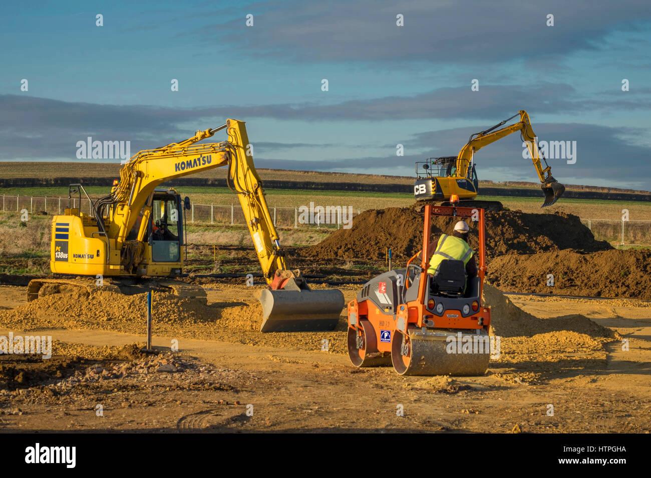 Schwere Maschinen für die Vorbereitung für den Hausbau, Grantham, Limcolnshire, Enhland, UK Stockbild