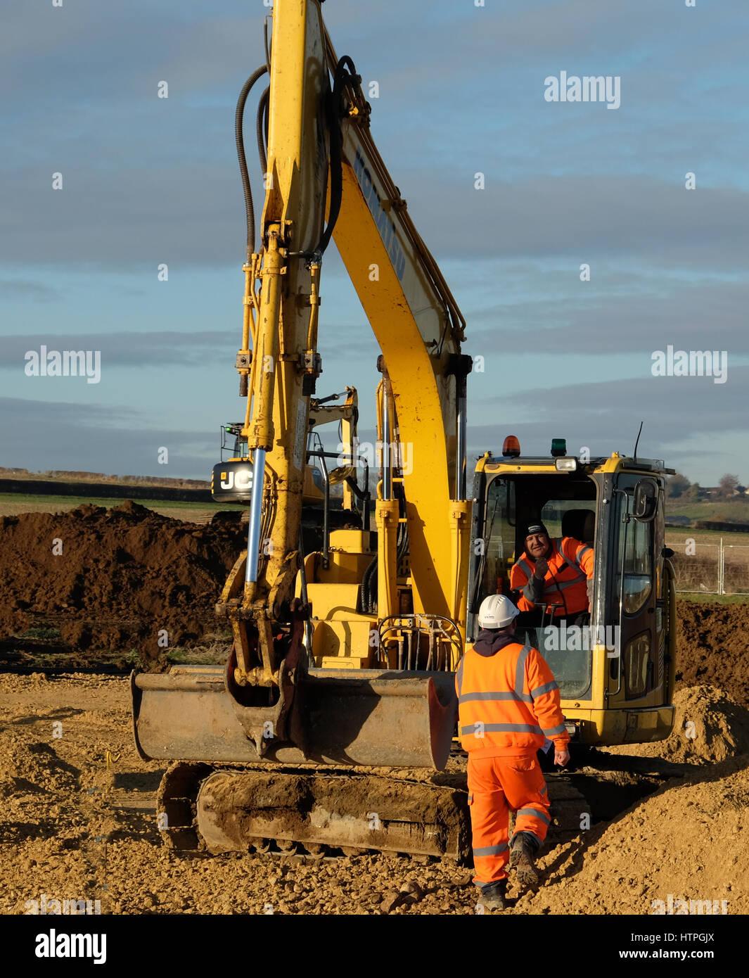 Schwere Maschinen in die Vorbereitung der Flächen für den Hausbau, Grantham, Lincolnshire, England, UK. Stockbild