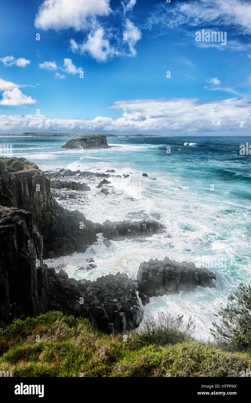 Schwerer See mit großen Wellen an Minnamurra, Illawarra Coast, New-South.Wales, NSW, Australien Stockbild