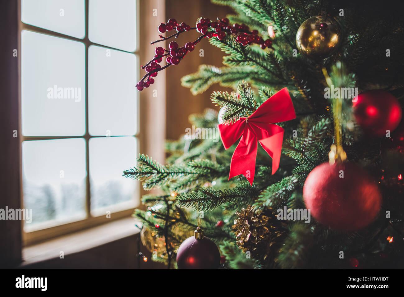 Nahaufnahme der Dekoration am Weihnachtsbaum Stockbild