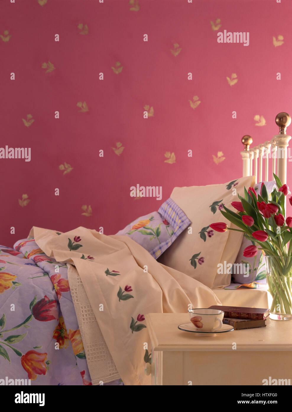 Tulpe Unter Dem Motto Bettwasche Auf Messing Bett In Einem Rosa