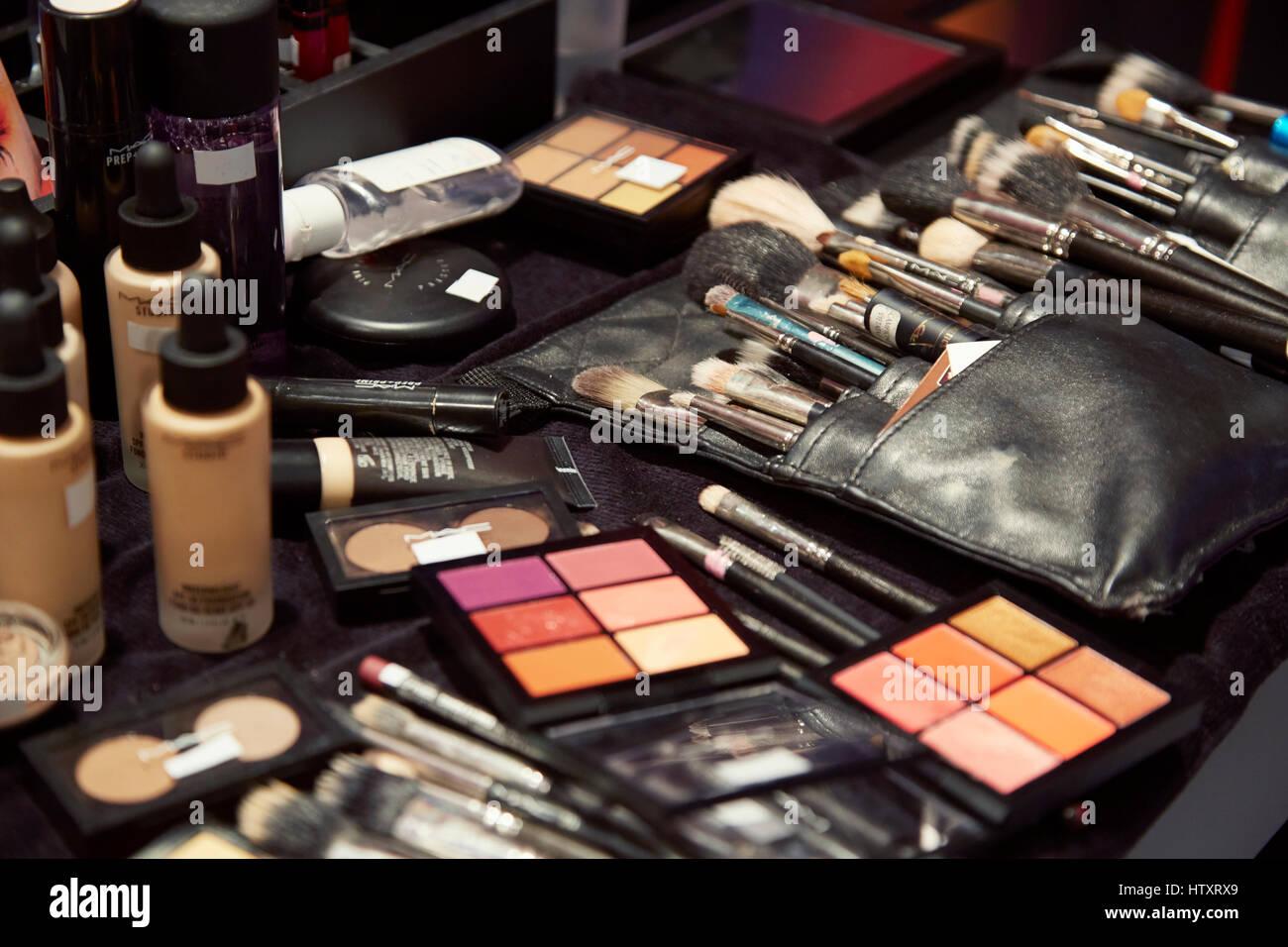mac makeup stockfotos mac makeup bilder alamy