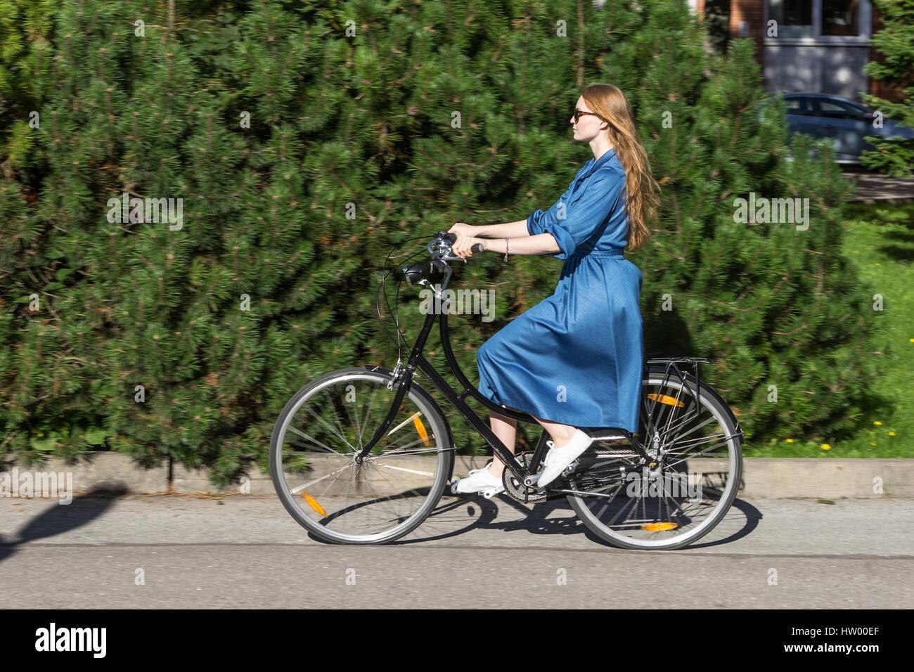 Women Vintage Bike Stockfotos & Women Vintage Bike Bilder - Alamy