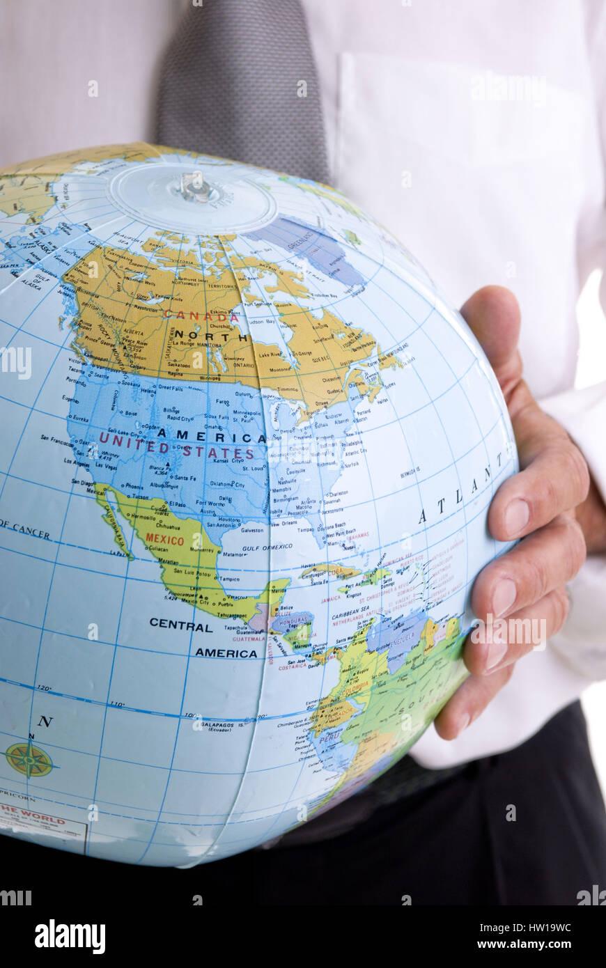 Kaufmann ist die Holding-Gesellschaft in Earth B scharfe Hände, Geschäftsmann eine Erde in seinen Händen Stockbild