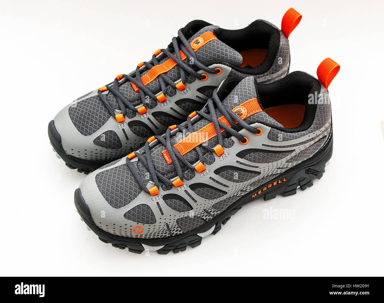 New Pair Merrell Walking Shoes Stockfotos & New Pair Merrell