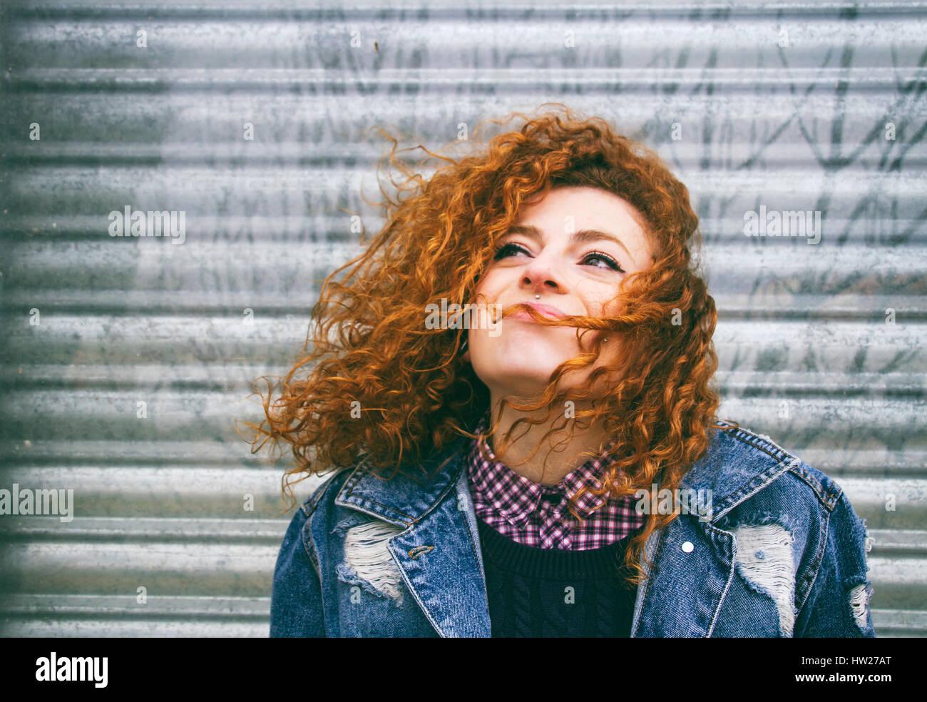Porträt einer Frau junge rothaarige grunge Stockfoto