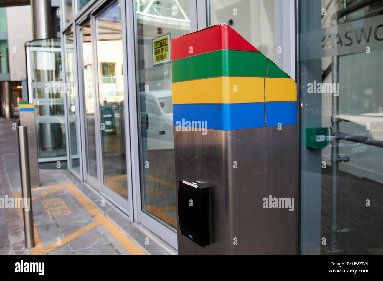 Google Office Building Stockfotos & Google Office Building Bilder ...