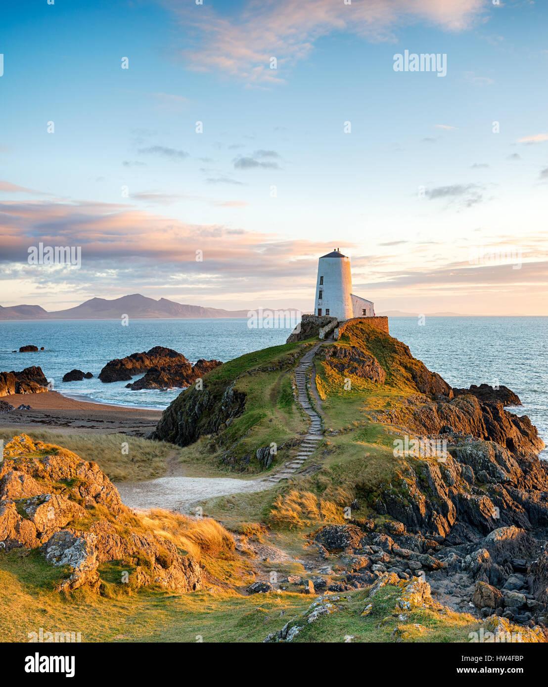 Atemberaubend schöne Insel Llanddwyn auf der Küste von Anglesey in Nord-Wales Stockbild