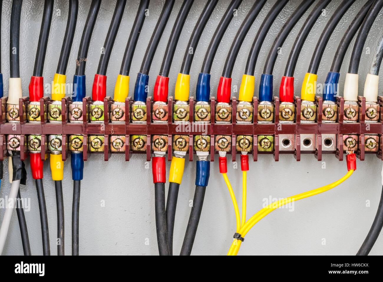 Closeup, elektrischer Draht Terminal im Schaltschrank Stockfoto ...