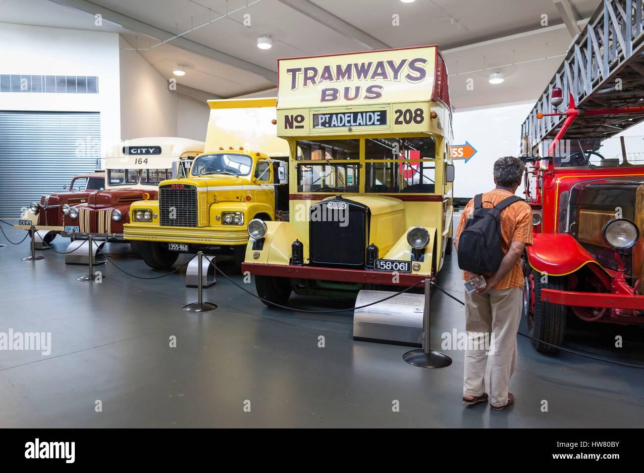 Australien, South Australia, Adelaide Hills, Birdwood, National Motor Museum, Busse und LKW Stockbild