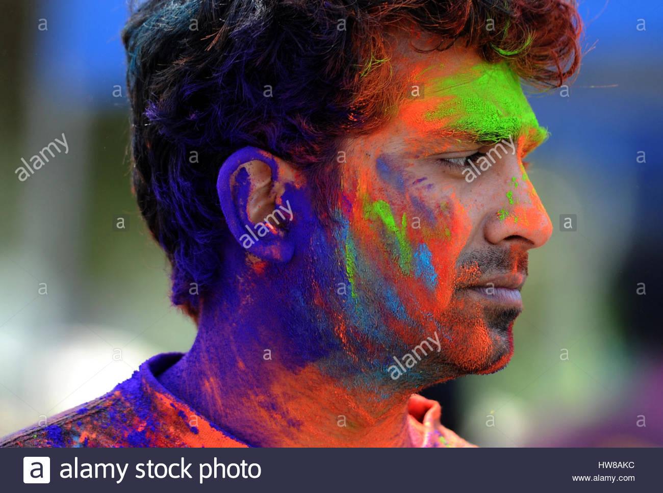 Pasadena, Kalifornien, USA. 18. März 2017. Menschen aller Altersgruppen haben Spaß während der Hindu Stockbild