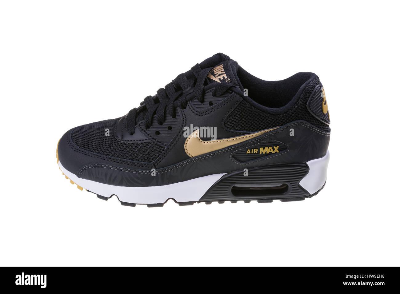 half off 7875d bbb40 Dezember 2016 Nike Air MAX Schuhe - Sneaker in schwarz, isoliert auf  weißem Hintergrund. Nike ist eine globale Sportkleidung ein