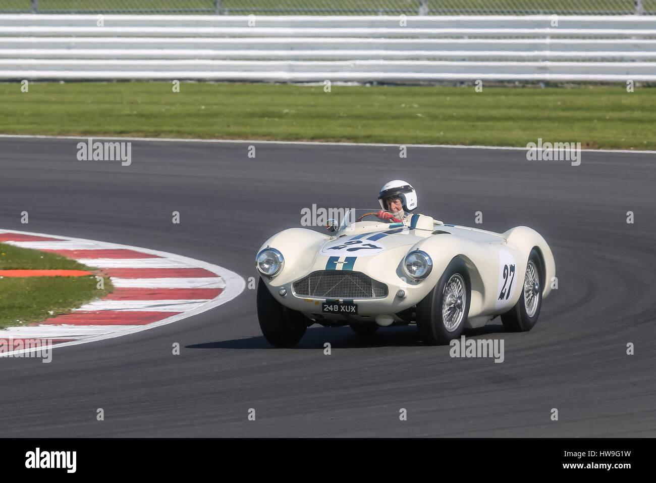 Aufgenommen in der Vintage Sports Car Club (VSCC) Frühling starten Sitzung in Silverstone am 18. April 2015 Stockbild