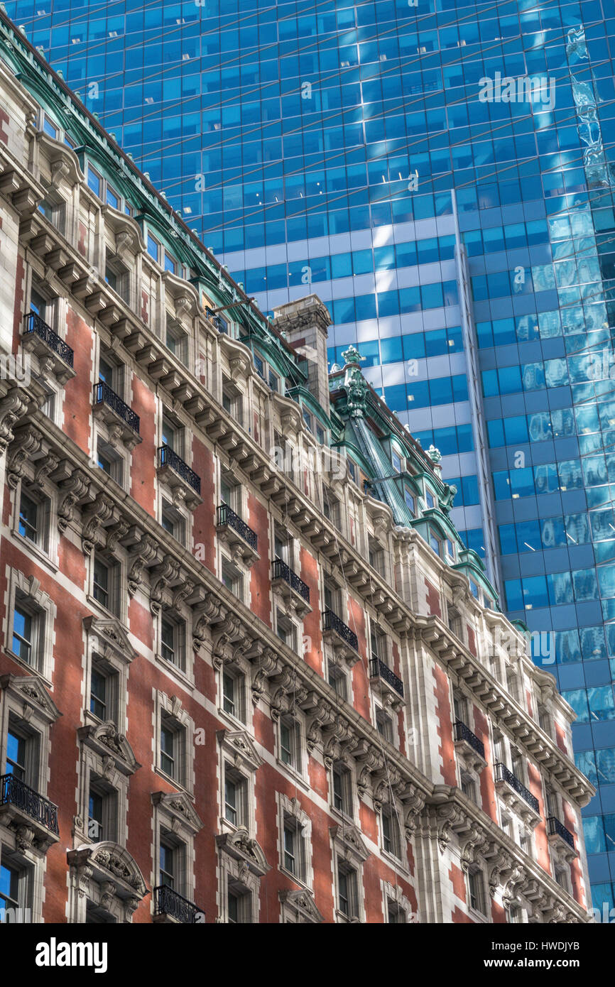 Kontrastreiche Architektur, Times Square, New York, USA Stockbild